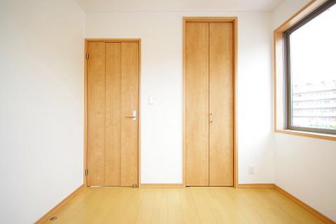 洋室約4.5帖 収納スペースあり