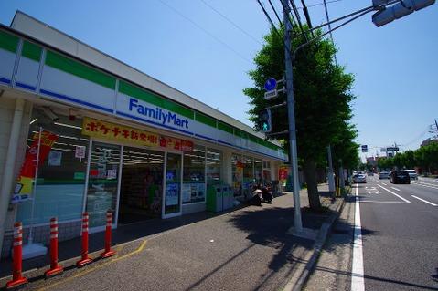 ファミリーマート ニック片倉 距離500m