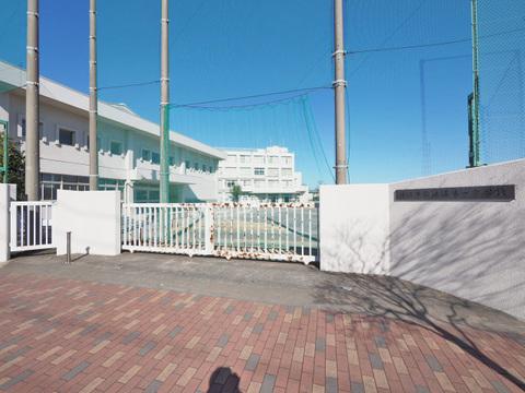 狛江市立狛江第一中学校 距離500m