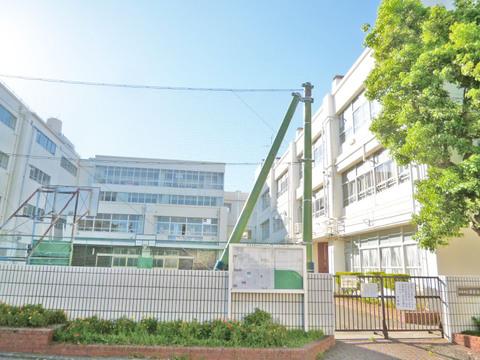 横浜市立日吉台西中学校 距離550m