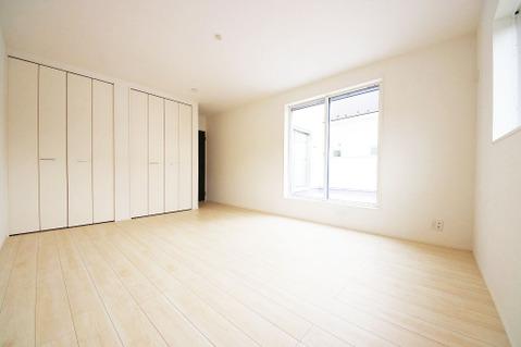 10.5帖の広々とした洋室は主寝室にピッタリです