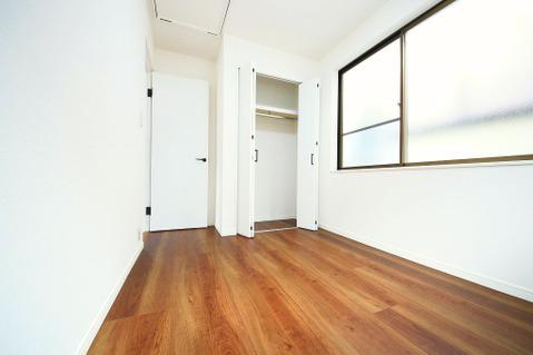 2階 南側4.5帖洋室 クローゼット完備です