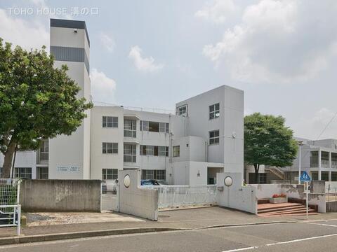 横浜市立川和中学校 距離820m
