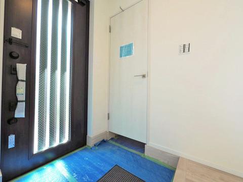広々とした玄関には大容量のシューズインクロークが設けられていますので、いつでもすっきりとした玄関に