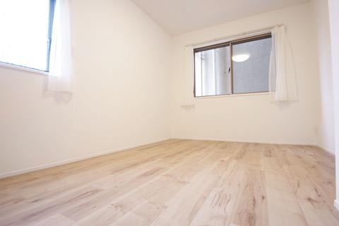 1階サービスルーム 形のきれいな居室は模様替えなども楽しんでいただけます