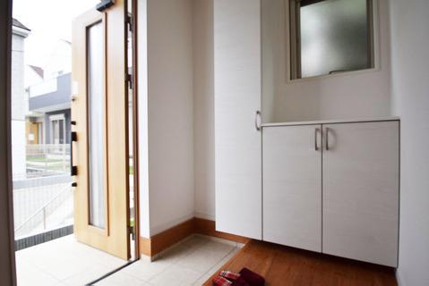 シンプルですっきりとした玄関スペースペース