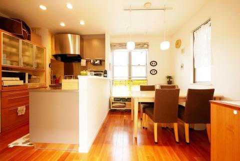 対面キッチンからお子様がの様子を見渡せる安心な空間
