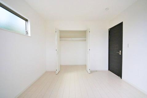 洋室約6.12帖 収納スペース付き