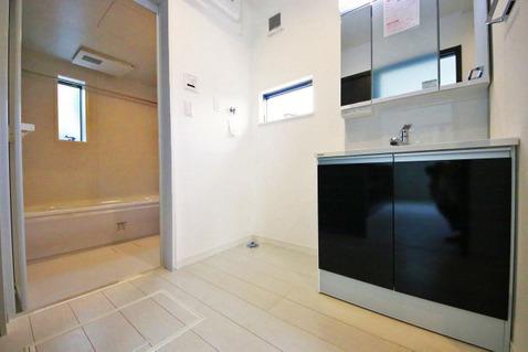 落ち着きのあるシンプルな洗面室