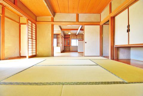 約8帖の和室はしっとりと落ち着いた雰囲気