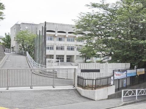 川崎市立平中学校 距離1270m