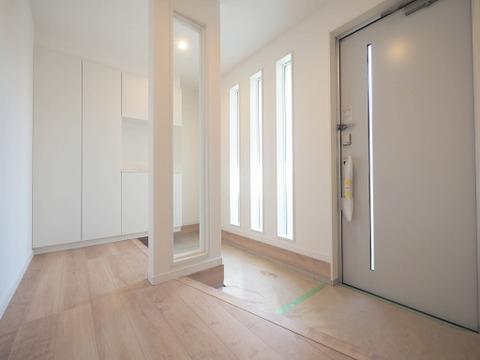 玄関の広い「シューズインクローゼット」は、靴や傘、ベビーカー等の収納にぴったり