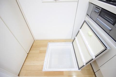 キッチンの床下収納は日用品のストックに便利