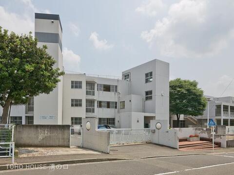 横浜市立川和中学校 距離1900m