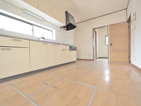 形のきれいなダイニングには、お好きな家具を置いて自分好みの空間に