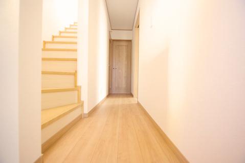 落ち着いた雰囲気の廊下