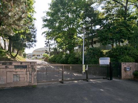 横浜市立山内中学校 距離1870m