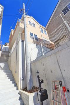 眺望の良い高台に佇むデザイナーズ住宅