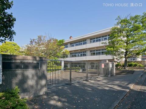 横浜市立新石川小学校 距離890m