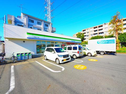 ファミリーマート 荏田南三丁目店 距離500m