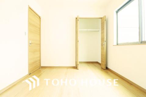 窓やクローゼットのある納戸はお部屋としてもお使いいただけますね