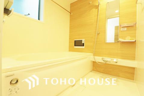 ナチュラルな色合いの浴室は一日の疲れを癒す特別な空間に