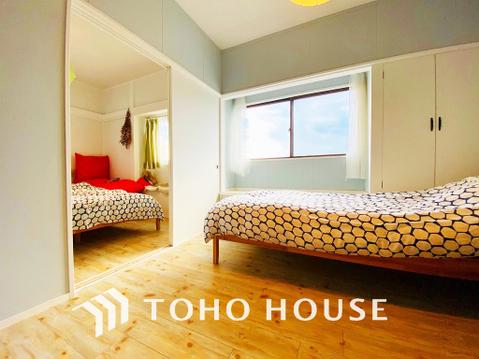 お部屋の扉を開ければ、隣の居室と繋がりよりゆったりとした空間に
