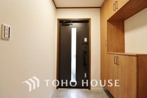明るい玄関にはたっぷりと入る玄関収納