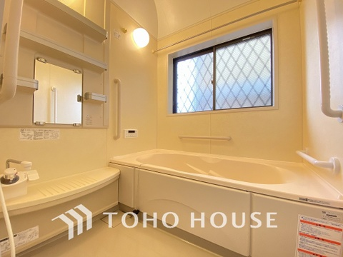 窓の付いたお風呂は換気もバッチリ。足を伸ばしてリラックスタイム