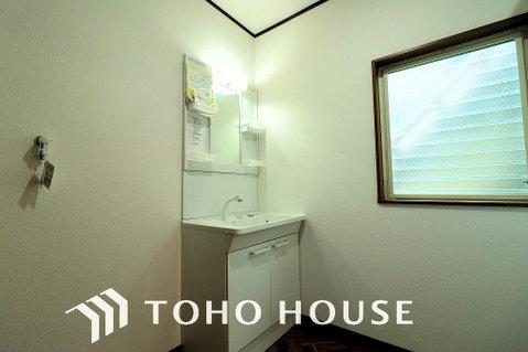 採光のある明るい洗面所は朝の身支度も楽しくなりますね