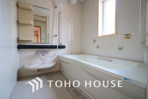 窓の付いたお風呂は換気もバッチリ~大きなお風呂で足を伸ばしてリラックスタイム