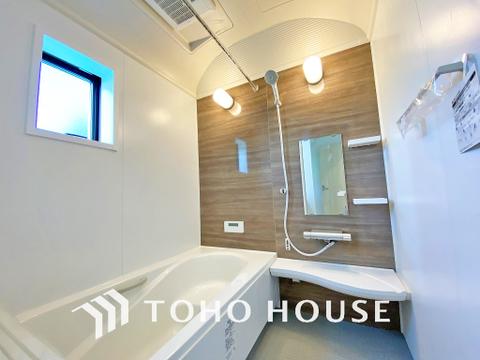 空気がこもってしまわないよう浴室には小窓設置で通気性も