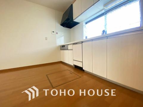 キッチンの床下収納は日用品のストックに便利~生活スペースを邪魔することもありません