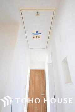 廊下より階段でロフトへ行き来出来ます