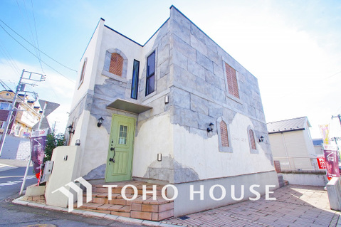 ~スタイリッシュなデザインの2階建・新築未入居物件~豊富な収納量を確保~