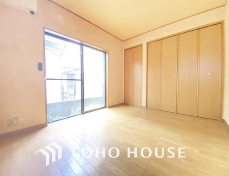 納戸のお部屋にも2面に窓を設置、通風性も確保しています