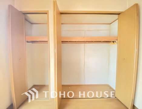 約5.7帖の納戸にもたっぷりの収納スペースが付いています