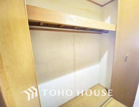 廊下にも収納スペースを設け、使わない季節モノ等の収納にも便利です