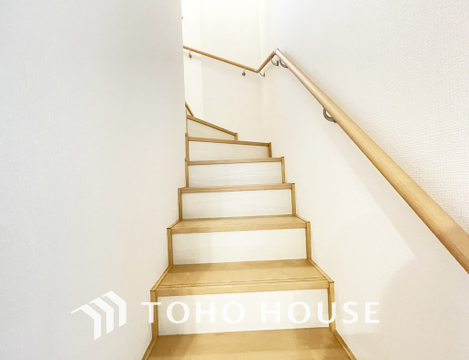 家族の動線がよく分かるよう、リビング階段を採用