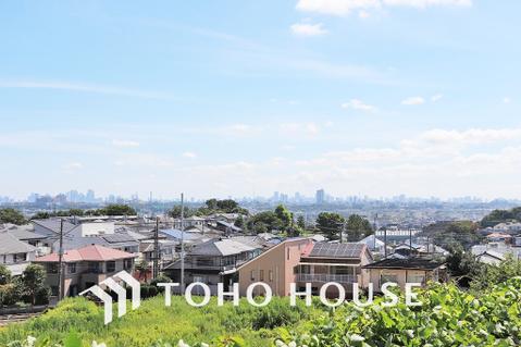 広い空や街並みが見渡せる、良好な眺望
