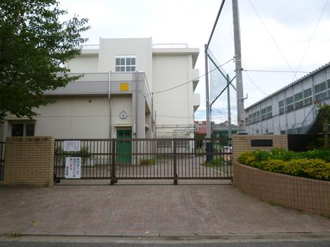 綱島小学校 距離約650m
