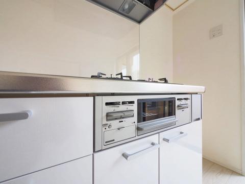 キッチンには魚焼きグリルがついています