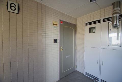 グレーのオシャレな玄関扉