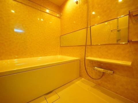 高級感のある浴室は一日の疲れを癒やす特別な空間に
