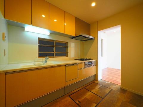 臭いや音が気にならない、お子様にも安全な独立型キッチン