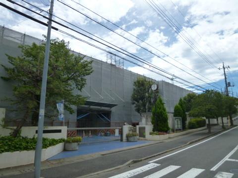 横浜市立あざみ野中学校 850m
