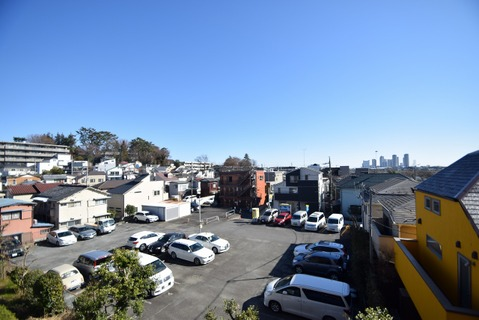 周囲も低層住宅なので、眺望も○日当たり住環境も良好