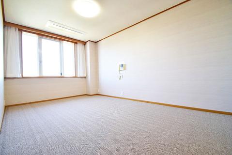 8.1帖の広々とした洋室にはWICを完備。主寝室にピッタリです。