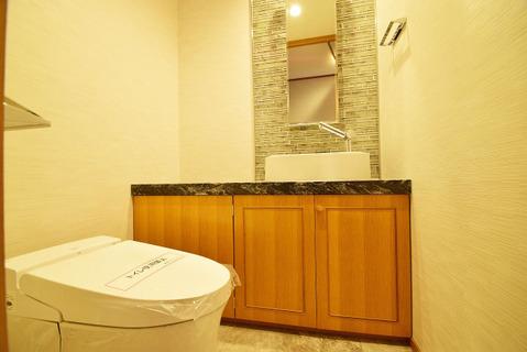 箇所あるトイレはどちらも手洗い付きです