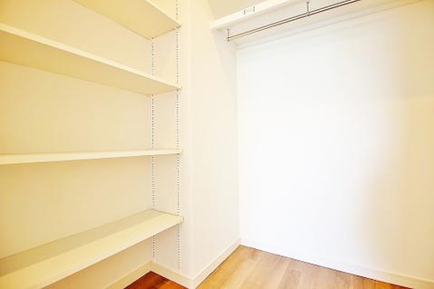 WICは作り付けの棚もあり、使いやすいですね